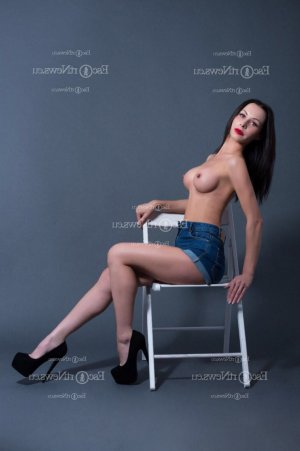 Minea escorts in Layton and nuru massage