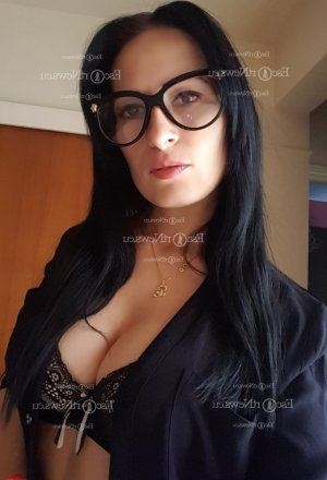 Ivanna happy ending massage and escort girl