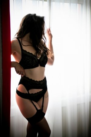 Marie-ophélie erotic massage & escort girl
